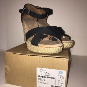 Toms Strappy Wedge Black Canvas, size 7.5